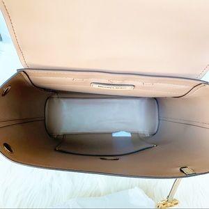 Michael Kors Bags - NWT Michael Kors Hayes Backpack
